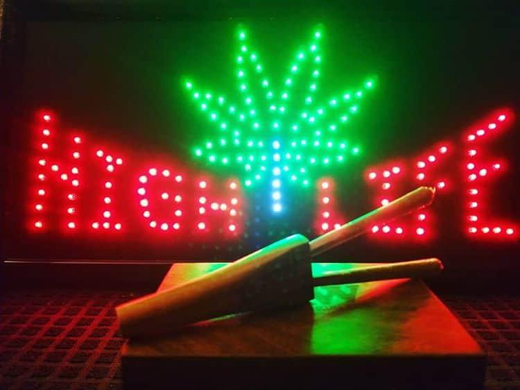 I Smoke 2 joints in the afternoon ,it makes me feel alright @sublime #420 #420Problems#potheadsociety #tokersclub #medicalmaryjane #medicalcannabis #Medmaryfl #420humor #420art #weedhumor #pothead #420fun #nosmokeisajoke #2020ballot #jointsmoker #joints via @awchie.toka.tv