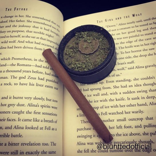 Bluntts and books anyone? For us there is no better way to relax #staybluntted…