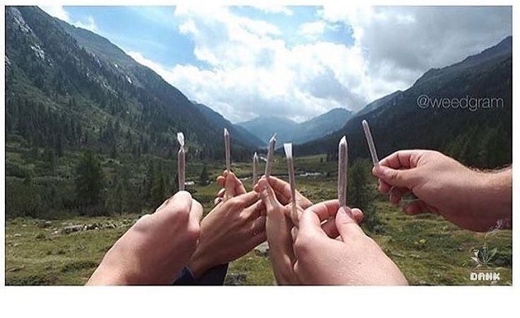 Tag your smoking buddies🥰 who is your squad? . . . . #smokeup #bestfriends…