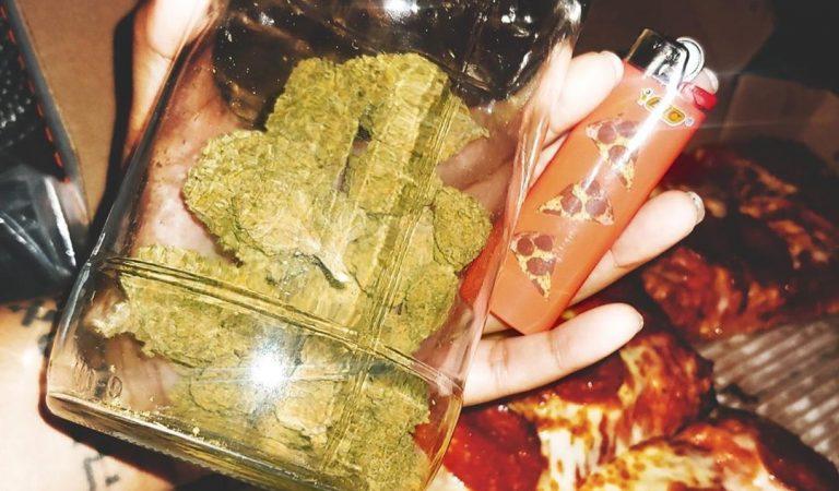Pizza x2 . . . #weed #marijuana #maryjane #cannabis #weedporn #weedstagram420 #weed #bong #stoner…